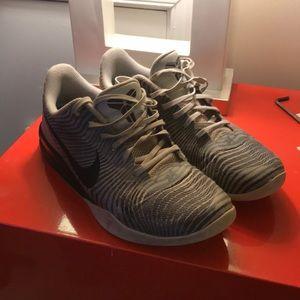 Nike Men's Kobe Mentality Basketball Shoes